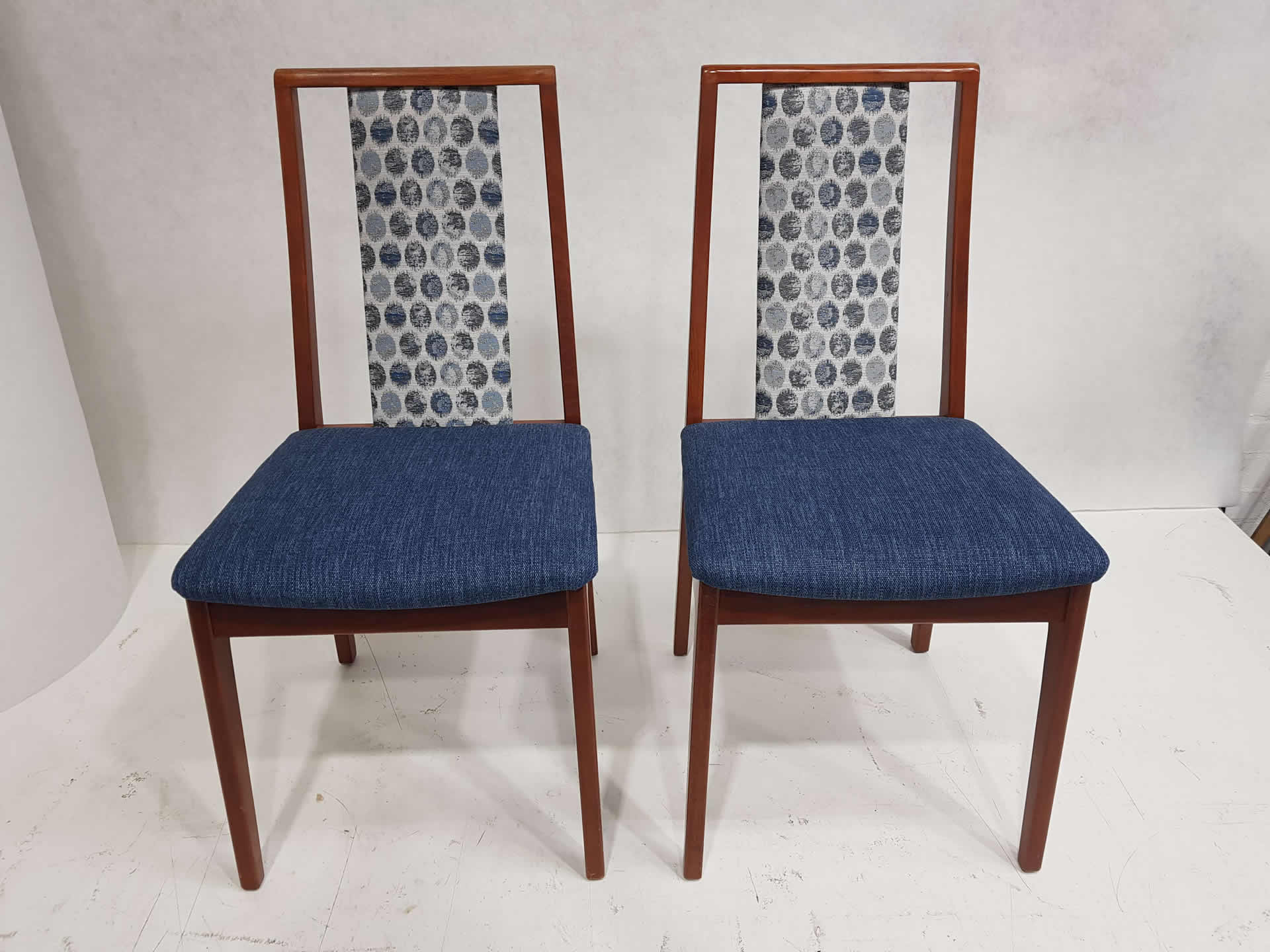 4-dining-chairs-2