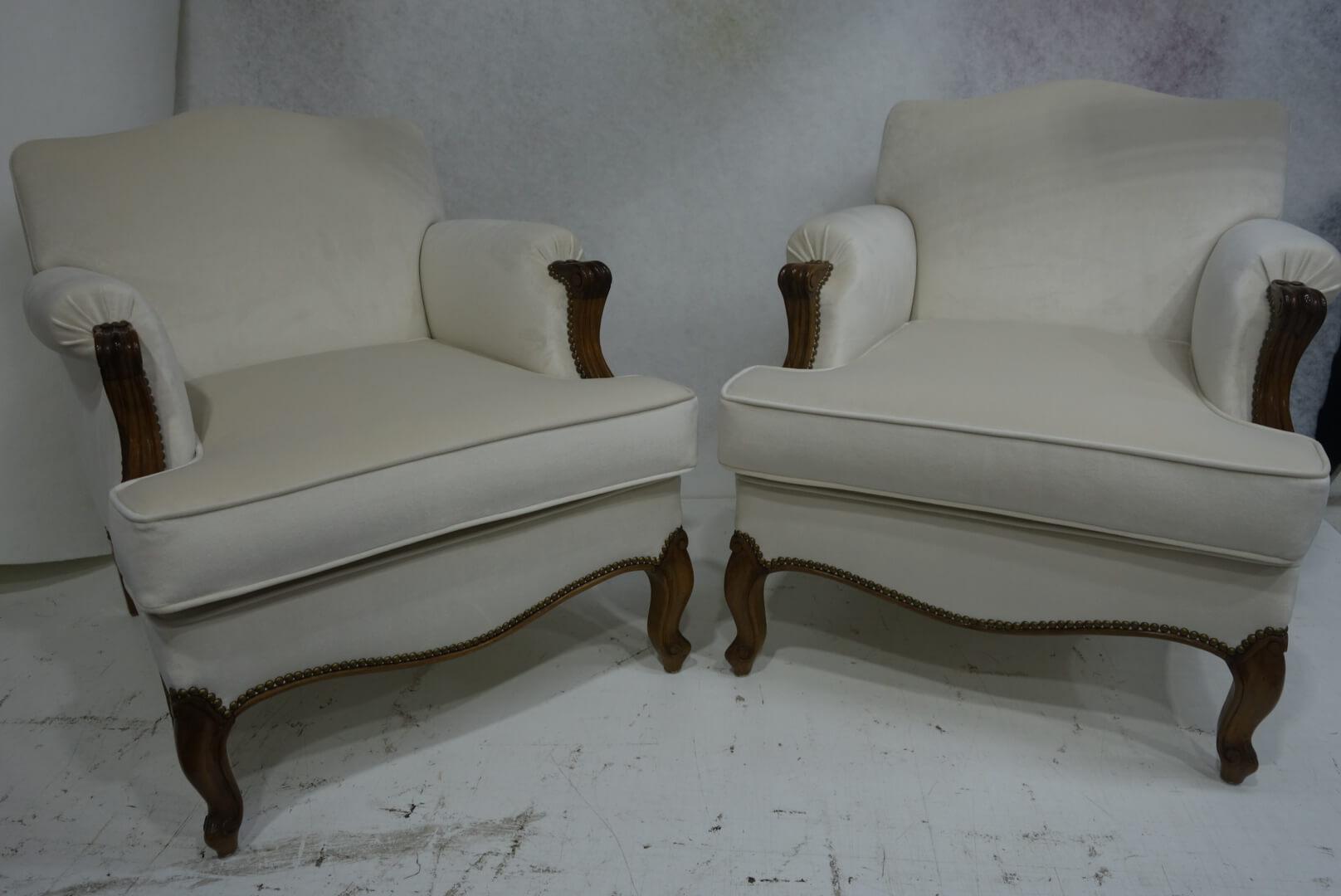 white-armchairs
