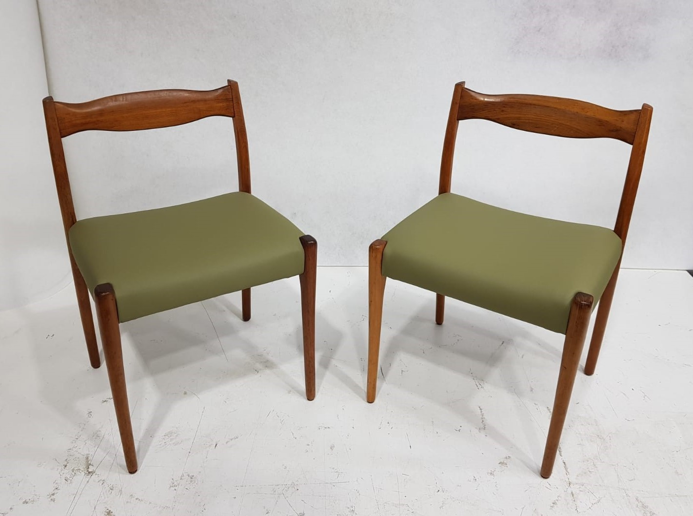 Midcentury green chairs (2)